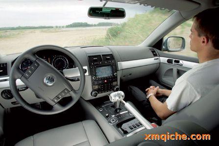 未来无人驾驶汽车的设想,并认为私家车将变得没有必要.   布高清图片