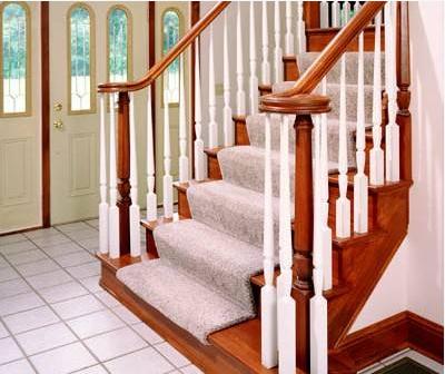 而高档实木楼梯讲究整体和细节的统一,楼梯踏板面上要光滑细致,忌讳